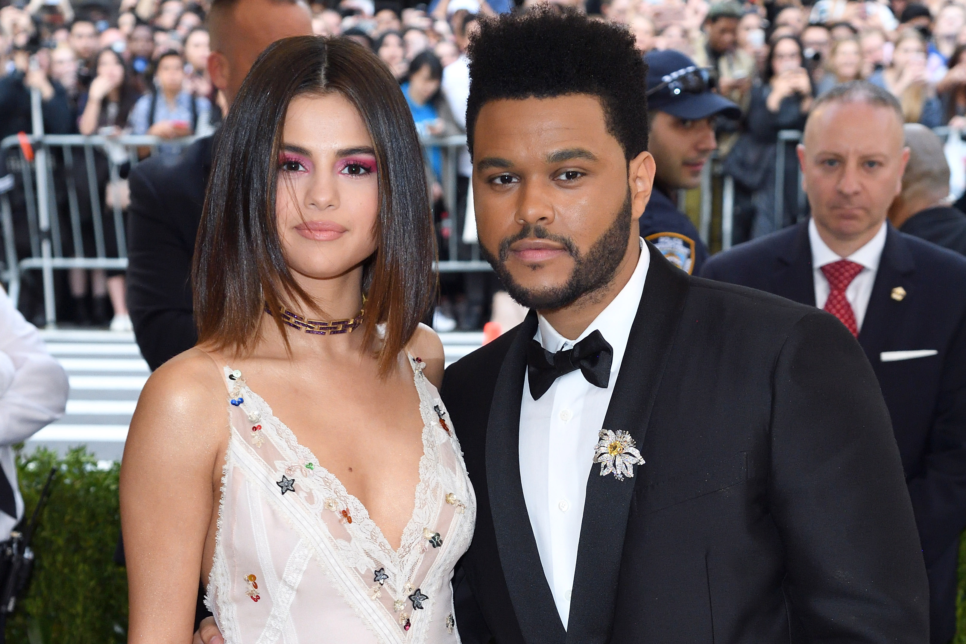 Selena Gomez e The Weeknd assumiram o namoro em 2017