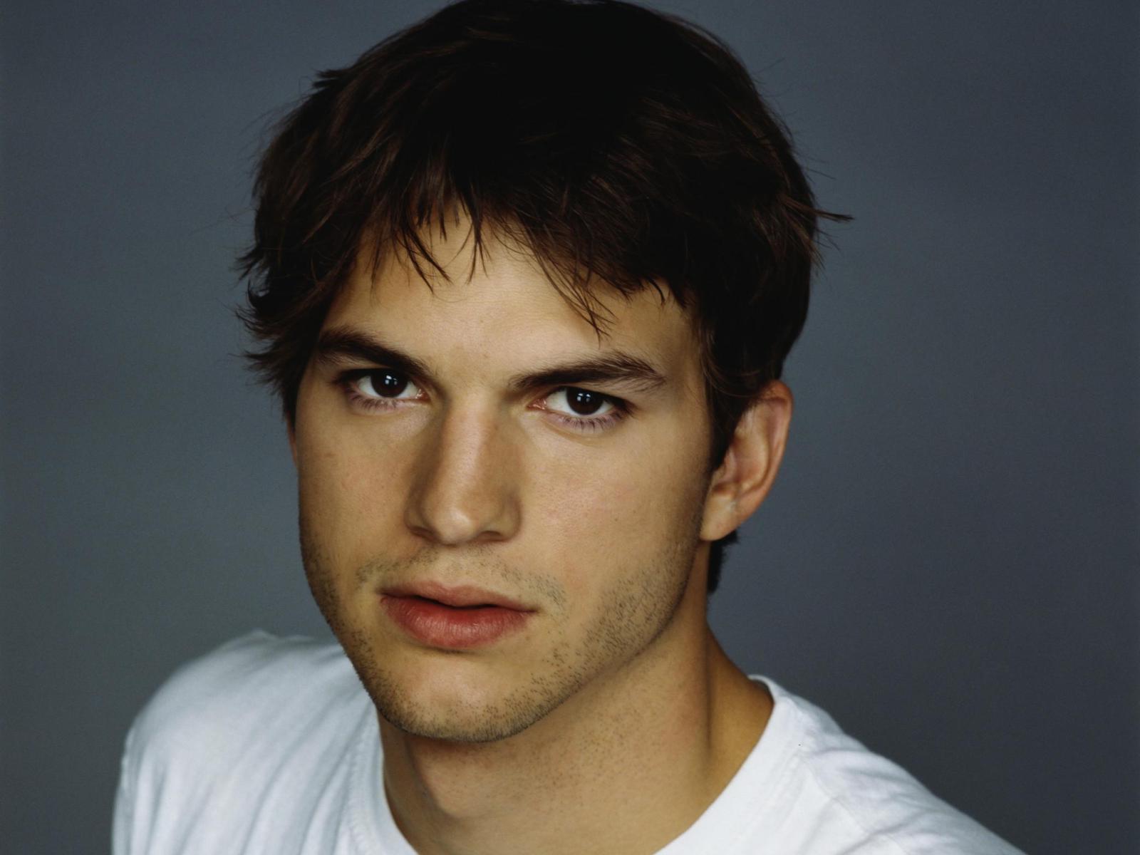 Ashton Kutcher teve a primeira vez com uma desconhecida