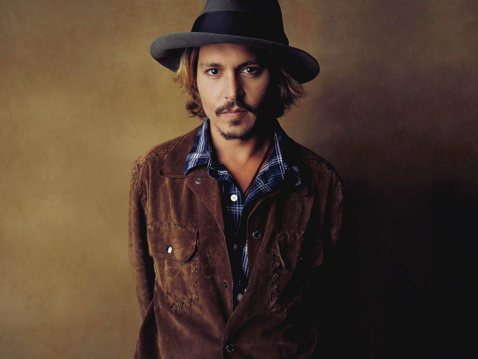 Johnny Depp perdeu a virgindade aos 13 anos com uma fã