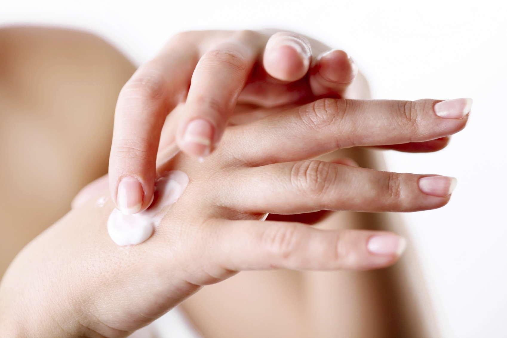 Cuidar das mãos e passar creme é sempre importante
