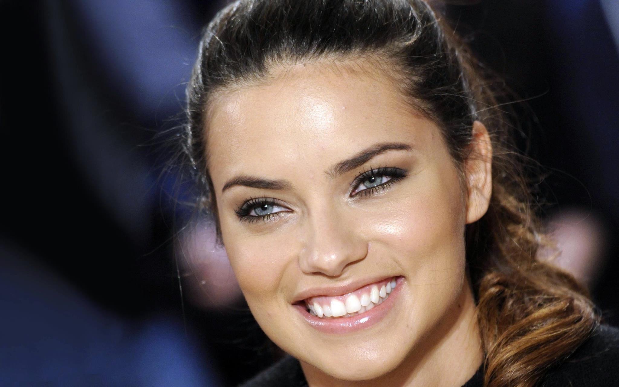 Adriana Lima só fez sexo após o casamento