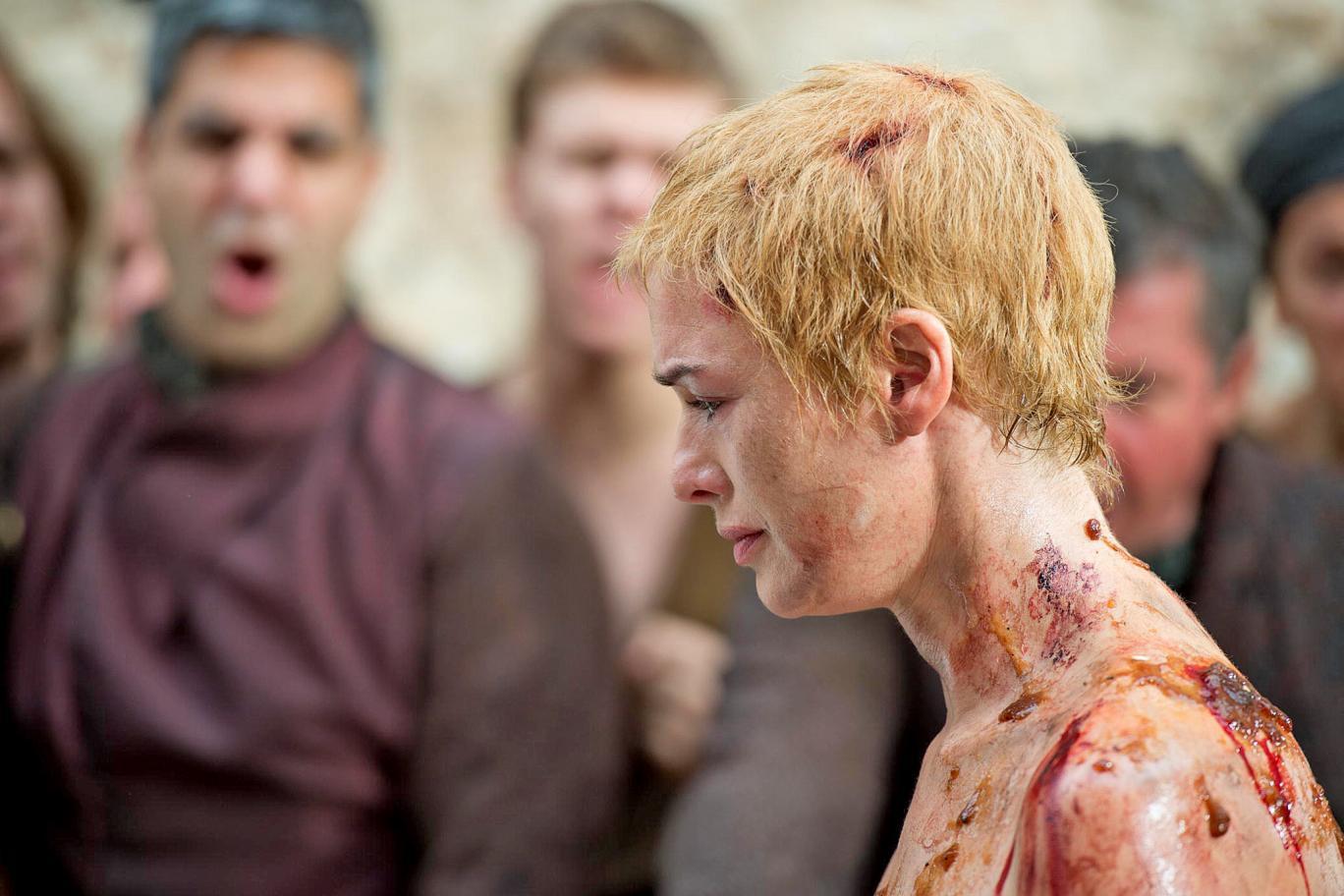 Cersei é humilhada ao pagar penitência