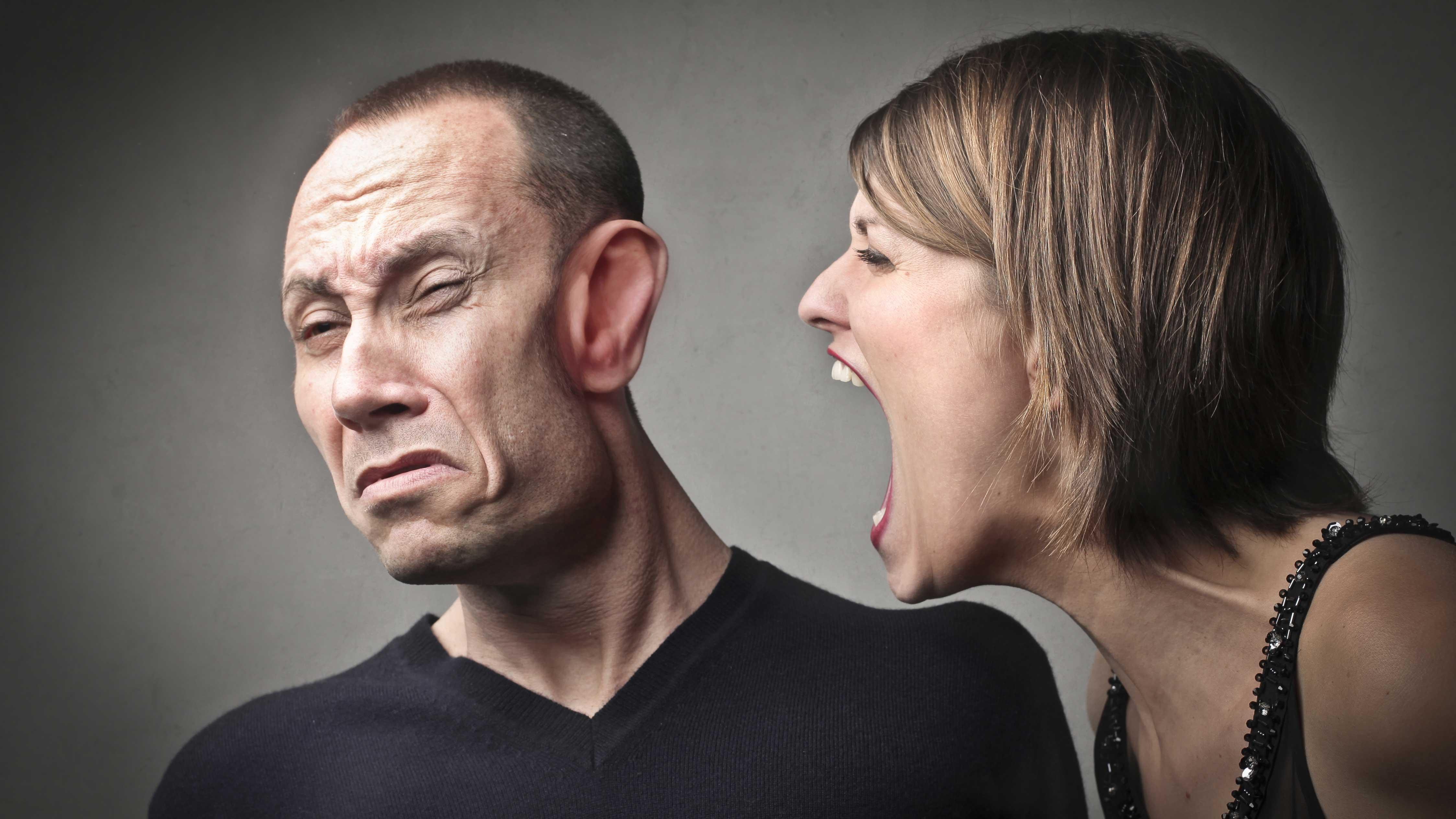 A mulher fica irritada e sensível durante a TPM