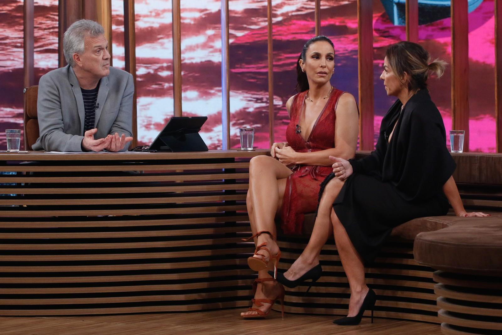 Ivete e Cynthia Sangalo dando entrevista para Bial