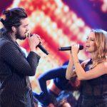 Luan e Sandy fazem performance ao vivo da canção
