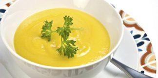 Receita de sopa de mandioquinha: Sirva bem quentinha.